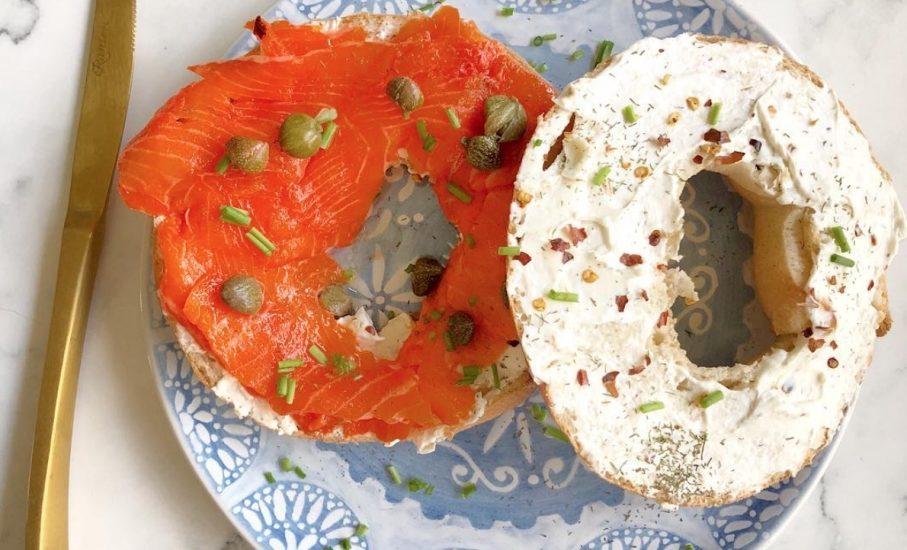 Bagels con Salmón y Queso Crema